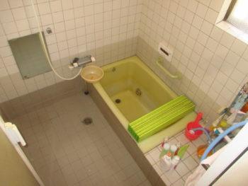 岡山市 冬寒いリフォーム前のタイルのお風呂