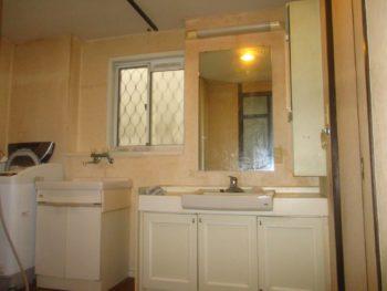 リフォーム前の洗面台。古い